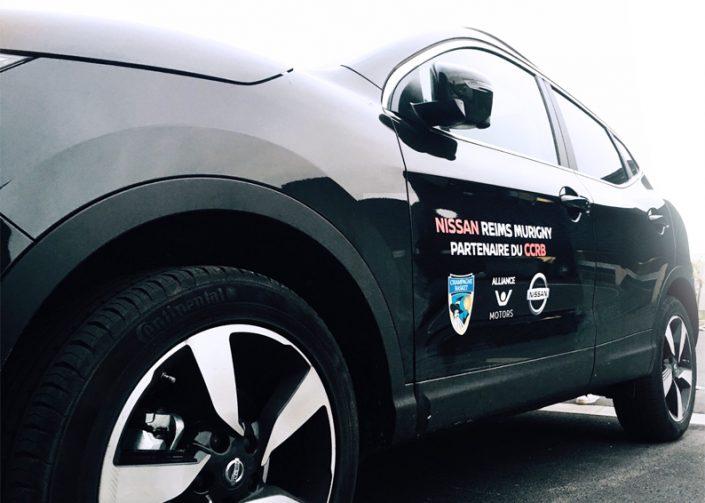 Marquage véhicule sur voiture lettrage simple et logo pour Nissan Reims Murigny