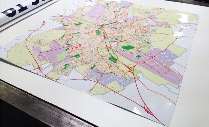 panneau signalétique orientation carte plan itinéraire communication
