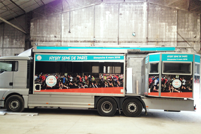 marquage véhicule poids-lourd semi marathon fitbit paris covering communication