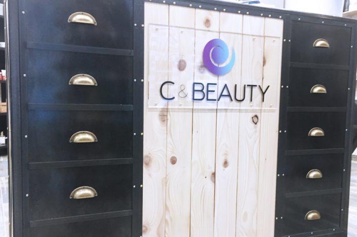 plaque habillage comptoir signalétique c&beauty communication