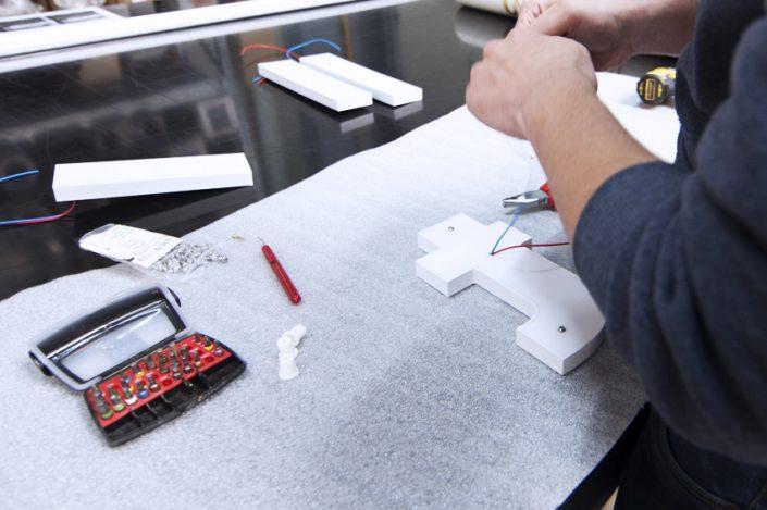 atelier fabrication enseigne lumineuse lettrage relief rétroéclairé LED lettres signalétique communication publicité