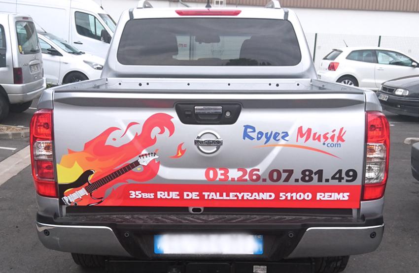 marquage véhicule pick-up voiture auto automobile adhésifs royez musik communication publicité