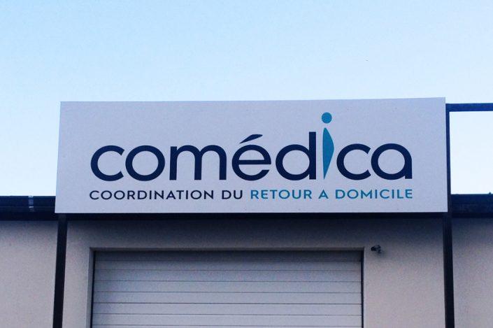 enseigne panneau dibond comedica signalétique communication publicité
