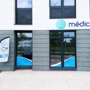 enseignes dibond marquage vitrine adhésifs décoration médical'on signalétique communication publicité