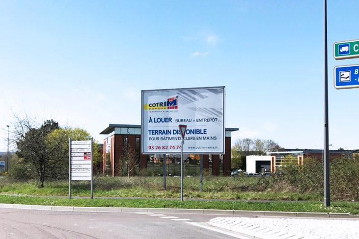 réalisation et pose panneau grand format 4x3 m cotrim europe signalétique communication immo immobilier entreprise