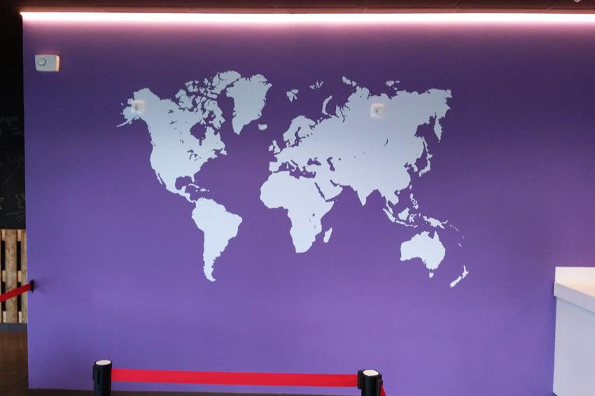 adhésif mural map monde campus grill restaurant signalétique décoration communication publicité
