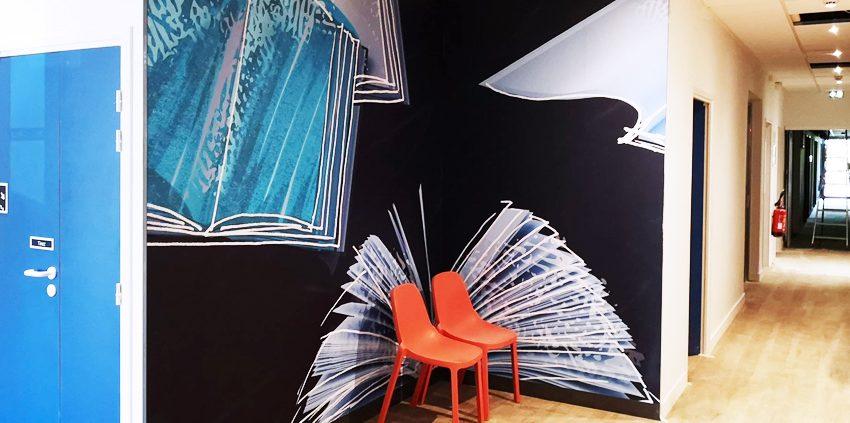 pose vinyle adhésif hôtel ibis hébergement décoration communication reims publicité