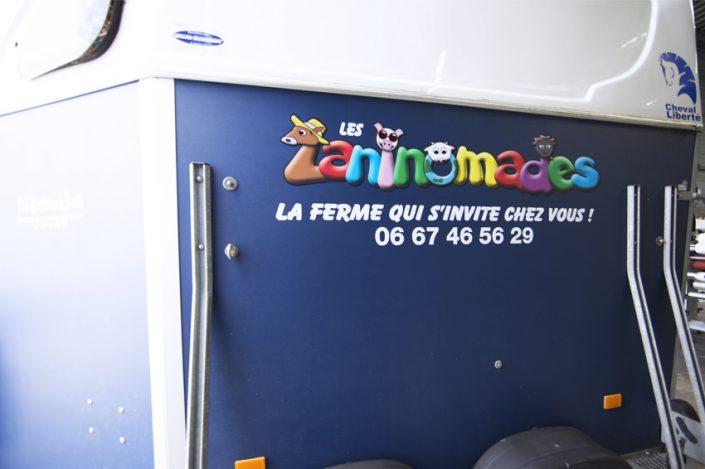 marquage véhicule adhésifs van transport animaux cheval les zaninomades communication publicité