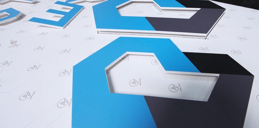 Réalisation lettrage logo pvc décoration intérieure signalétique cryotera cryothérapie communication publicité