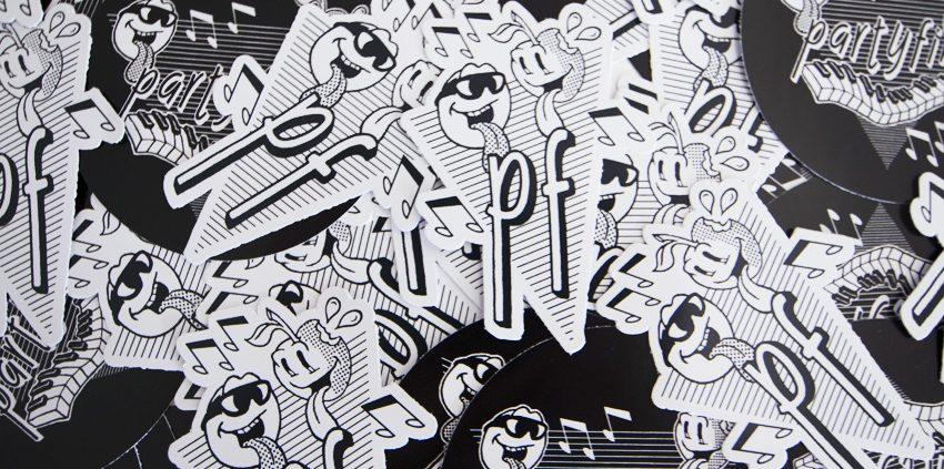 stickers impression et découpe à la forme autocollants communication publicité