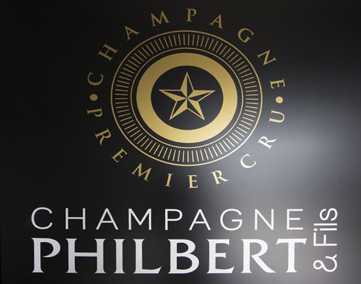 réalisation totem signalétique champagne philbert & fils communication publicité