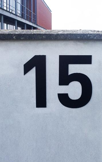 réalisation et pose d'un lettrage relief numéro 15