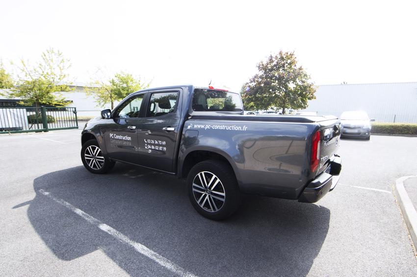 marquage véhicule sur pick-up pour notre client PC Construction