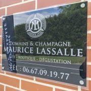 champagne lassalle plaque de rue plexiglass noir signalétique communication reims publicité marne