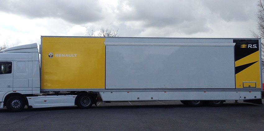 réalisation et pose d'un marquage adhésif renault véhicule poids lourd automobile reims publicité