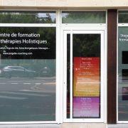 marquage vitrine adhésif dépoli découpe à la forme angélie coaching thérapie holistiquue